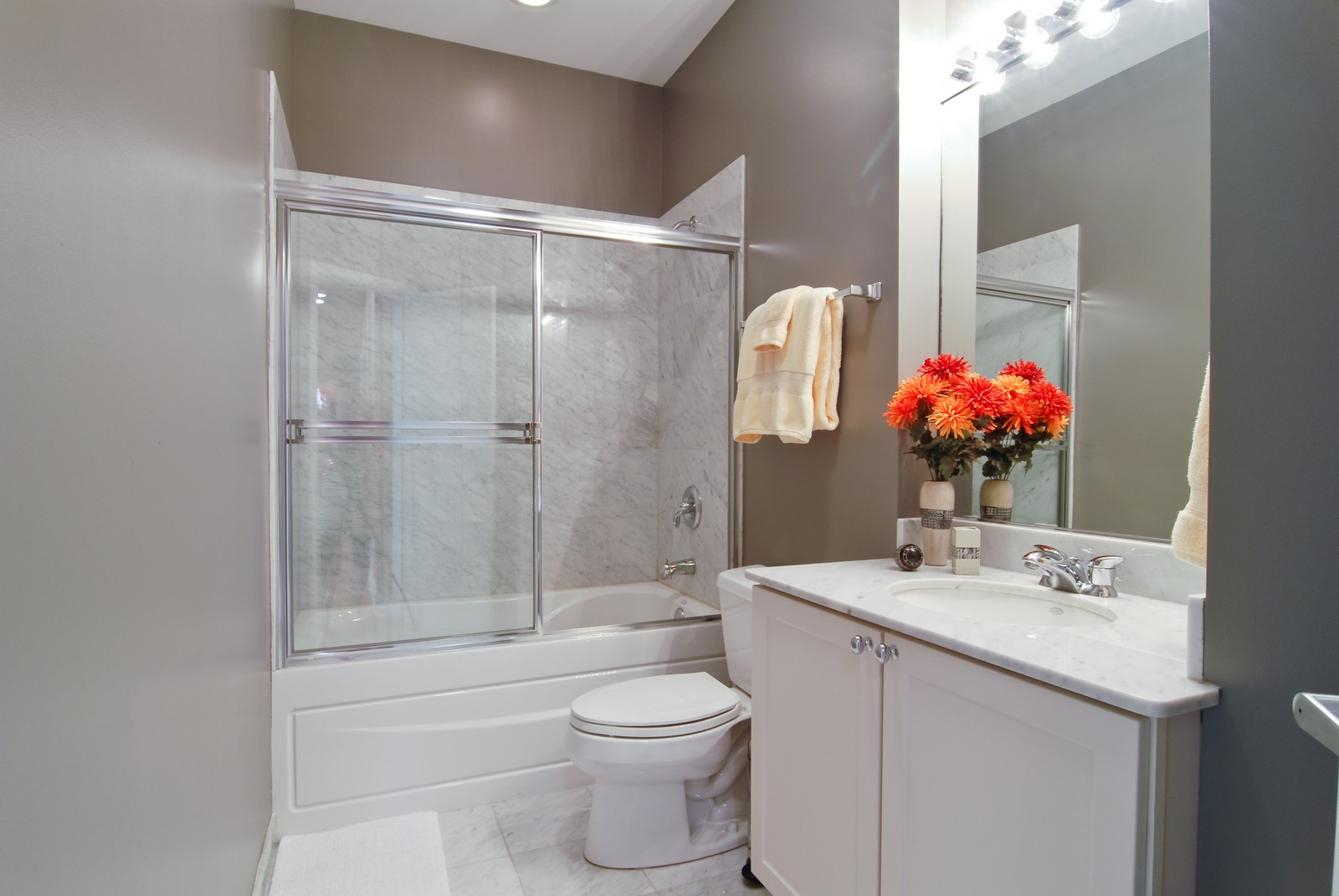 Real Estate Photography - 1413 W Grand, B, Chicago, IL, 60642 - Bathroom
