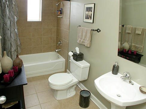 Real Estate Photography - 2358 W Bloomingdale, Unit 4W, Chicago, IL, 60647 - 2nd Bathroom