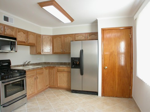 Real Estate Photography - 14229 Dobson, Dalton, IL, 60419 - Kitchen