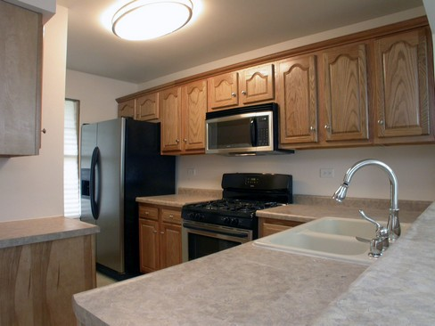 Real Estate Photography - 37 Crab Tree Ln, Westmont, IL, 60559 - Kitchen