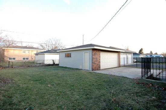 Real Estate Photography - 14817 Wentworth, Dolton, IL, 60419 - Garage