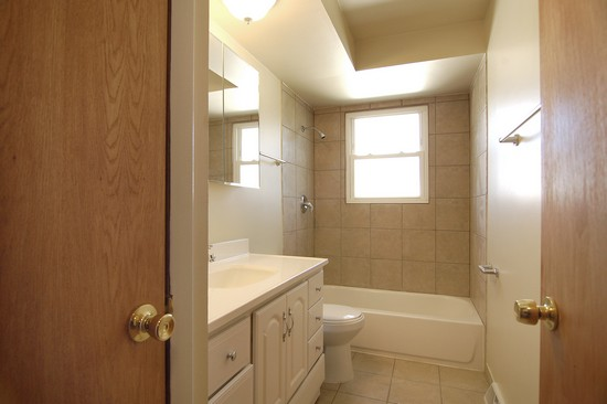 Real Estate Photography - 14519 Sanderson, Dolton, IL, 60419 - 2nd Bathroom